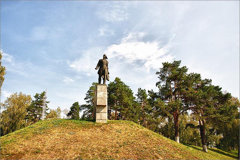 Мемориал - Памятник - Виктора Талалихина на Варшавском шоссе