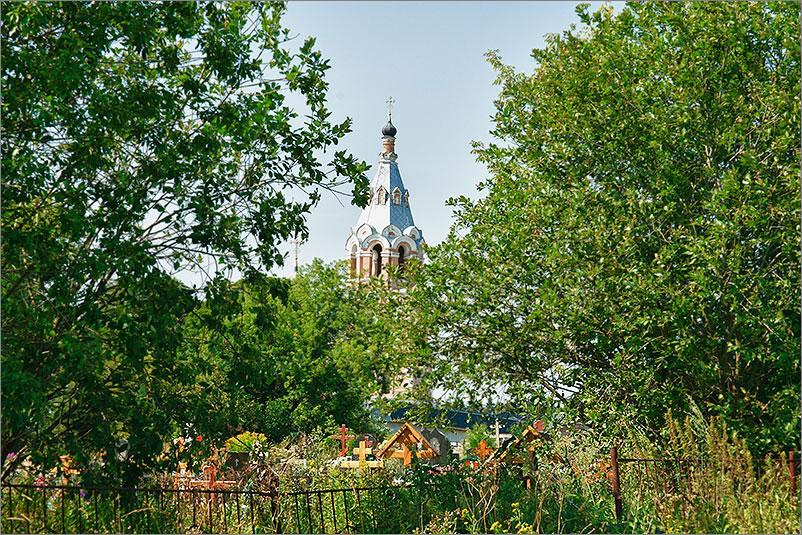Село Ознобишино примечательно Троицкая церковь