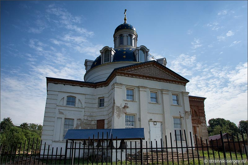 Берег реки Протвы, Совьяки, церковь Варвары Великомученицы