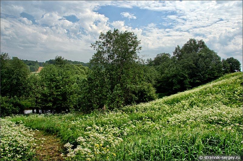 Холм на берегу реки Исьма