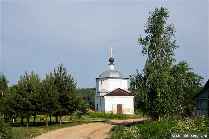 деревня Беницы на правом берегу реки Протвы церковь, Космы и Дамиана